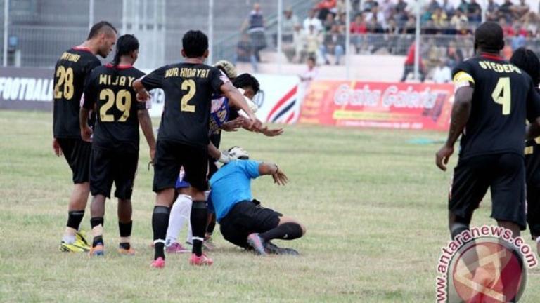 (PIC:Aniaya Wasit di Walikota Ternate Cup, 2 Pemain ini Ditangkap Polisi)
