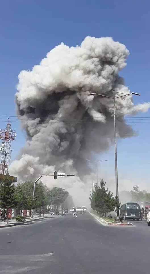 Asap yang mengepul pasca ledakan bom