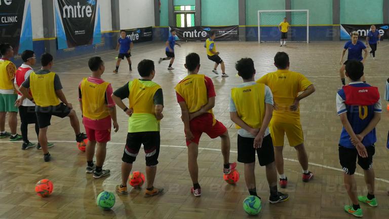 Melalui Coaching Clinic Berkualitas Mitre Siap Bantu Majukan Futsal