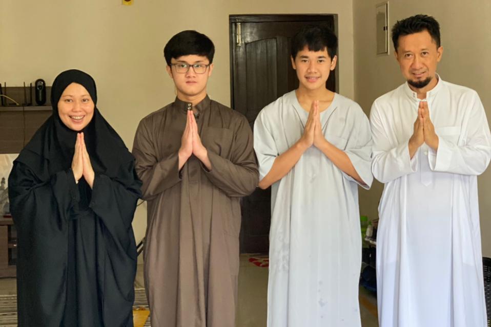 Namrih Suroto bersama istri dan anaknya